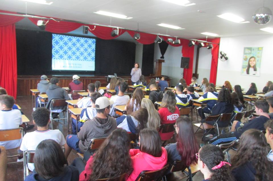Palestra sobre projeto de vida no Colégio Castro Alves