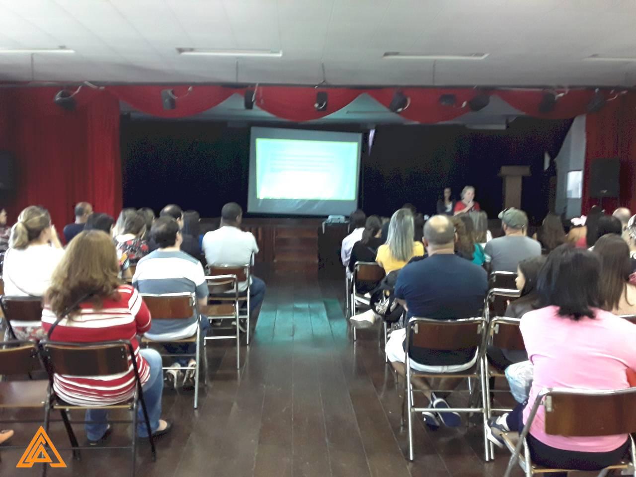 Palestra sobre limites e afetividade no Colégio Castro Alves